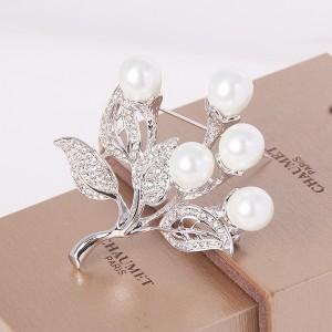 Брошь «Букет невесты» с жемчугом и кристаллами Сваровски