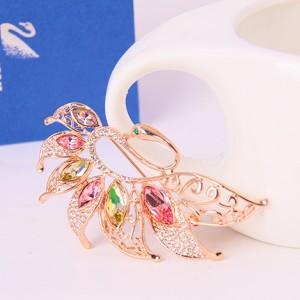 Брошь «Лебедь» с разноцветными кристаллами Сваровски