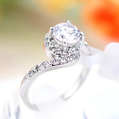 Кольцо «Флирт» с белым цирконием и кристаллами