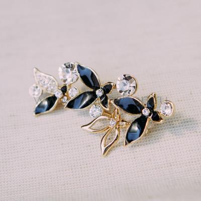 Брошь «Флора» черная с белыми кристаллами