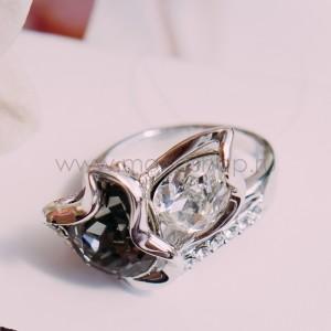 Кольцо «Черное и белое» с кристаллами Сваровски