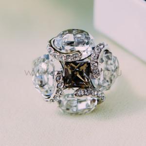 Кольцо Каменный цветок с кристаллами Сваровски