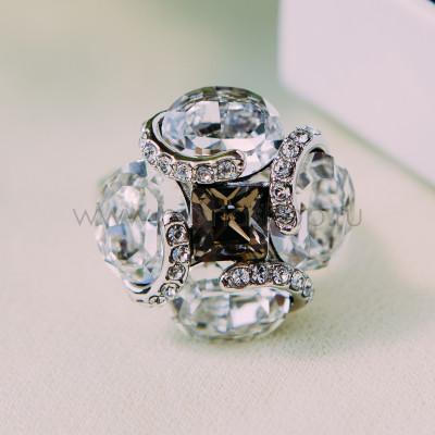 Кольцо «Каменный цветок» с кристаллами Сваровски