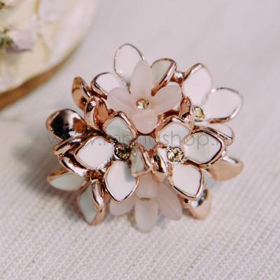 Кольцо коктейльное «Нежный букет» с кристаллами и эмалью