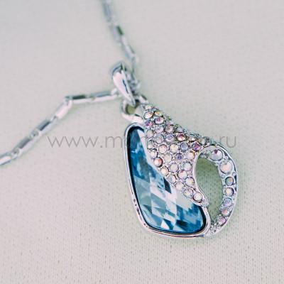 Кулон «Объятия» с голубым кристаллом Сваровски