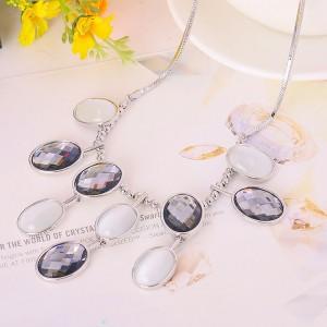 Колье «Оттенки серого» с опалом и австрийскими кристаллами