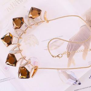 Колье «Диана» с кристаллами Сваровски цвета шампань