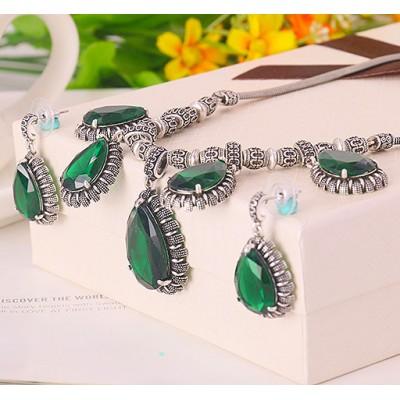 Комплект «Вечерний раут» с крупными зелеными цирконами