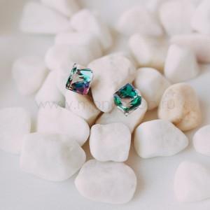 Серьги «Миражи» с зелеными кристаллами-хамелеонами Сваровски