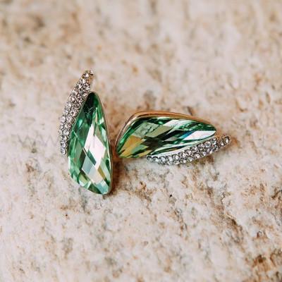 Серьги «Кристаллы» зеленого цвета с инкрустированной вставкой