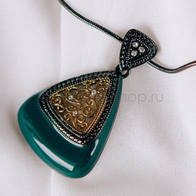 Кулон-треугольник «Завитки» с зеленой эмалью и кристаллами