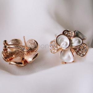 Серьги «Белые цветы» с эмалью и кристаллами