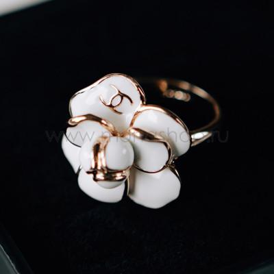 Кольцо «Камея» с белой эмалью в позолоте