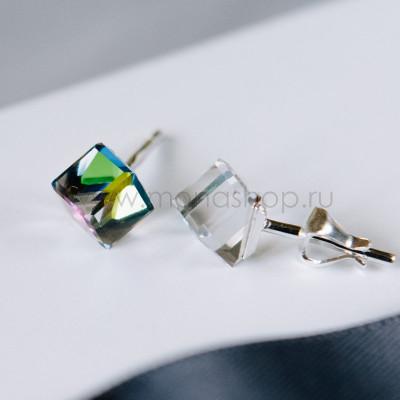 Серьги «Миражи» с зелеными кубиками-хамелеонами Swarovski