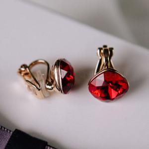 Клипсы «Чаровница» с красными кристаллами Сваровски