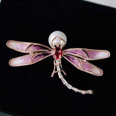 Брошь «Розовая стрекоза» с эмалью и фианитами
