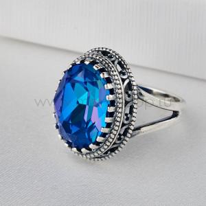 Кольцо Винтаж василькового цвета с камнем Swarovski