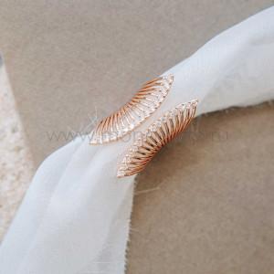Кольцо «Взмах крыла» разомкнутое с белыми кристаллами