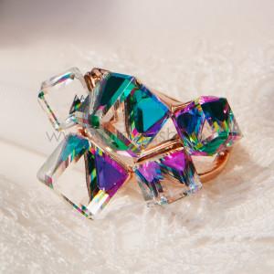 Кольцо «Миражи» с зелеными кристаллами Сваровски