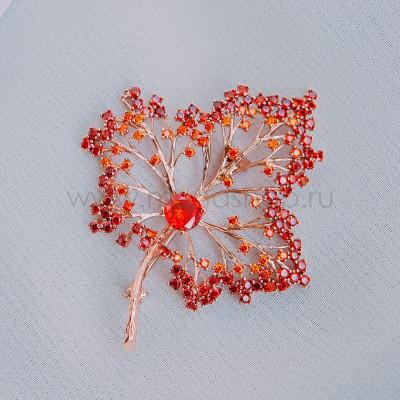 Брошь Кленовый лист с красными кристаллами