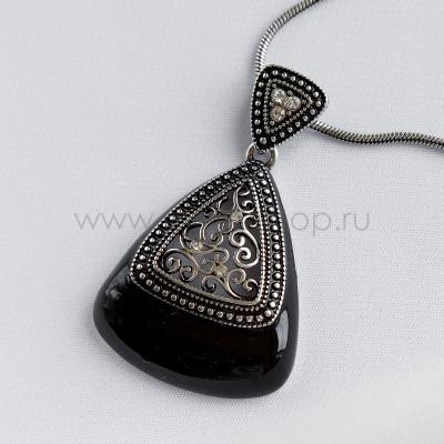Кулон-треугольник Завитки с черной эмалью и кристаллами