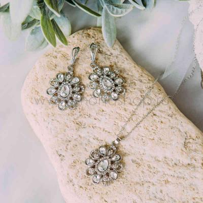 Комплект винтажный Ромашки с белыми кристаллами