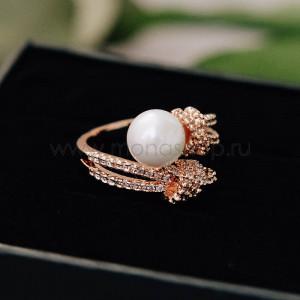 Кольцо «Два полюса» с жемчужиной и фианитами, покрытие - золото
