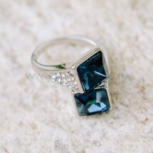 Кольцо «Арктика» с синими квадратами-кристаллами Сваровски