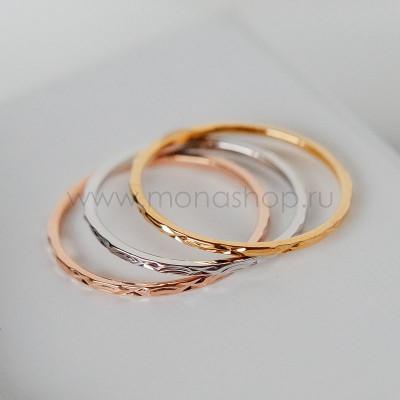 Кольцо «Три кольца» с резьбой и тремя видами позолоты