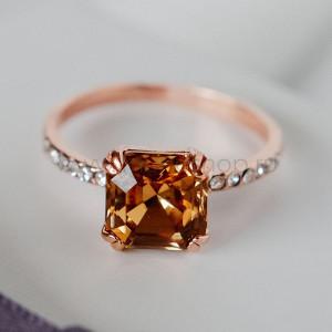 Кольцо «Принцесса» с кристаллом Swarovski цвета шампань