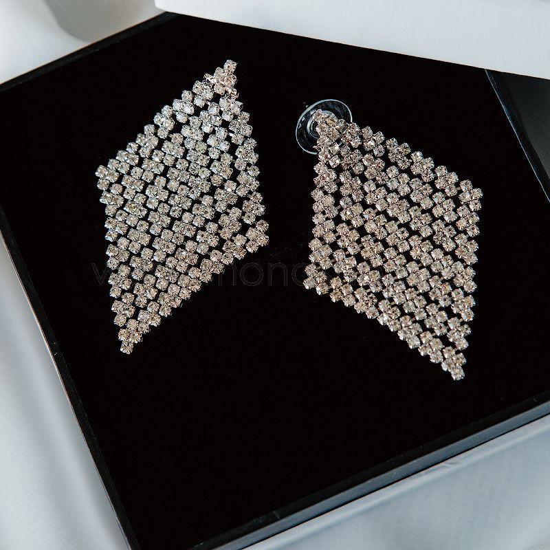 Серьги-ромбы «Млечный путь» с белыми кристаллами Swarovski от 3 000 руб