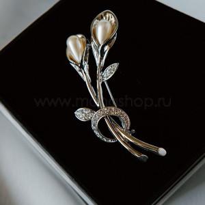 Брошь «Белые лилии» с жемчугом и кристаллами Сваровски, покрытие-родий