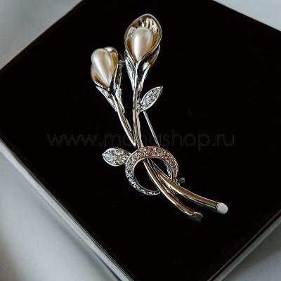 Брошь Белые лилии с жемчугом и кристаллами Сваровски, покрытие-родий