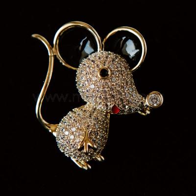 Брошь «Маленький мышонок с черными ушами»