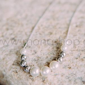 Колье «Жемчужная нега» с белым жемчугом и серебристыми бусинами