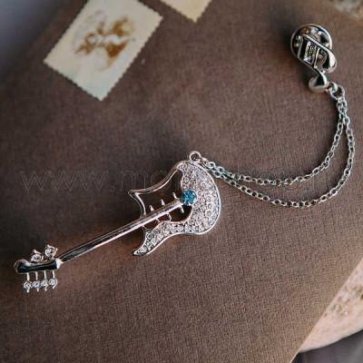 Брошь «Гитара» с цепочкой-подвеской и голубым кристаллом Сваровски