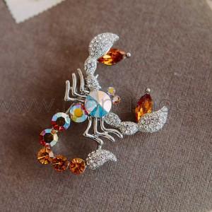 Брошь «Скорпион» с кристаллами-хамелеонами Swarovski